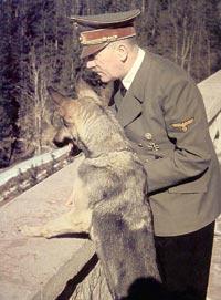 http://trefaucube.free.fr/IMG1/Hitler_Blondi.jpg
